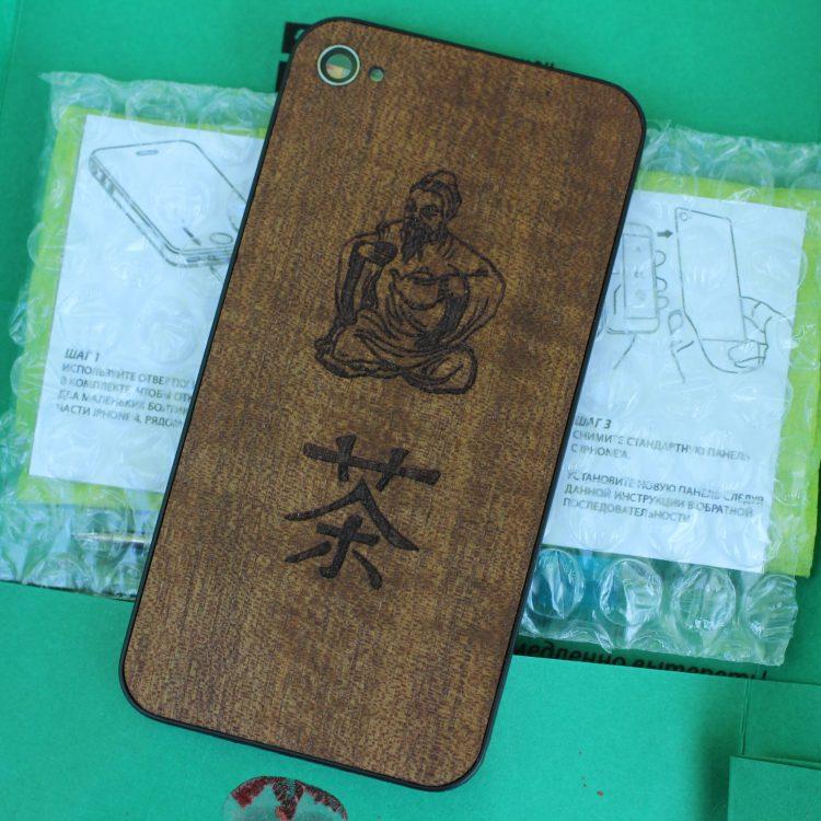 Сменная задняя панель на iPhone 4/4s с гравировкой на дереве макоре