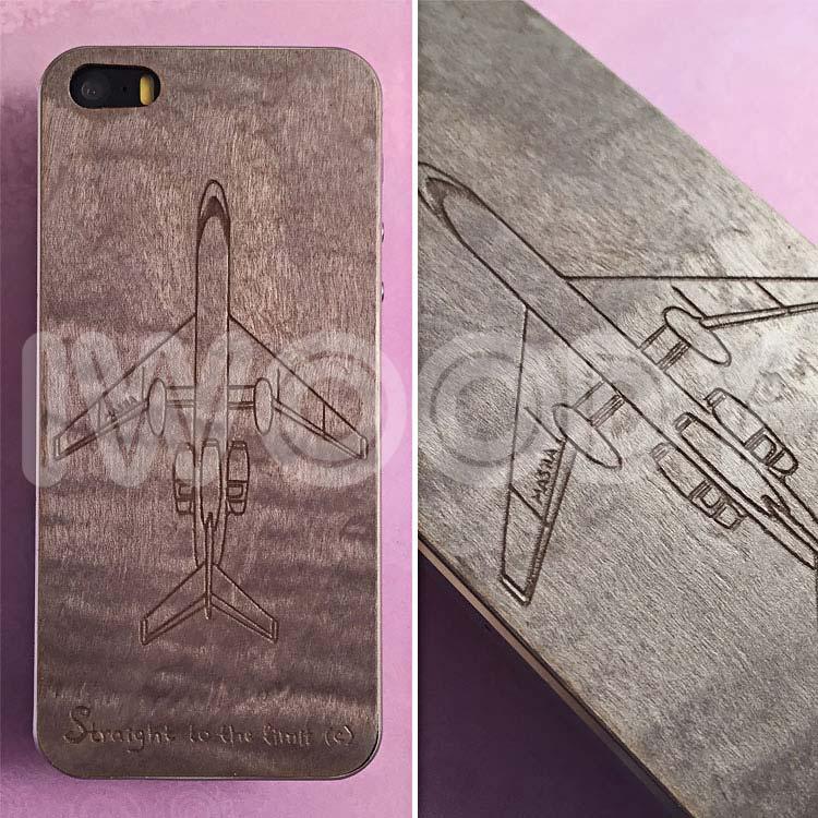 Деревянная накладка на iPhone 5/5s и SE с гравировкой самолета на клене сикамора