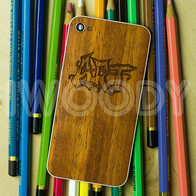 Сменная задняя панель на iPhone 4/4s с гравировкой на дереве падук