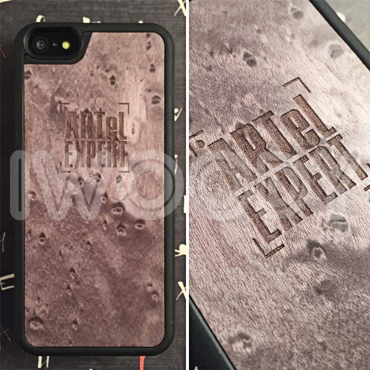 "Чехол серии ""Deep"" на iPhone 5/5s и SE с гравировкой логотипа на сером клене"