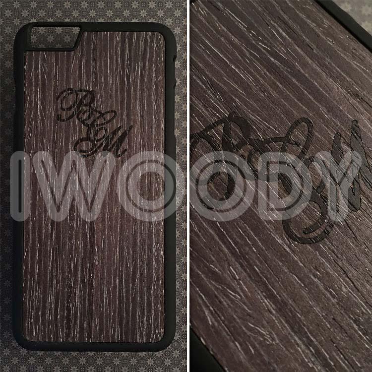 """Чехол серии """"Touch"""" на iPhone 6 Plus с инкрустацией надписей из позолоченного инициалов из мореного дуба"""