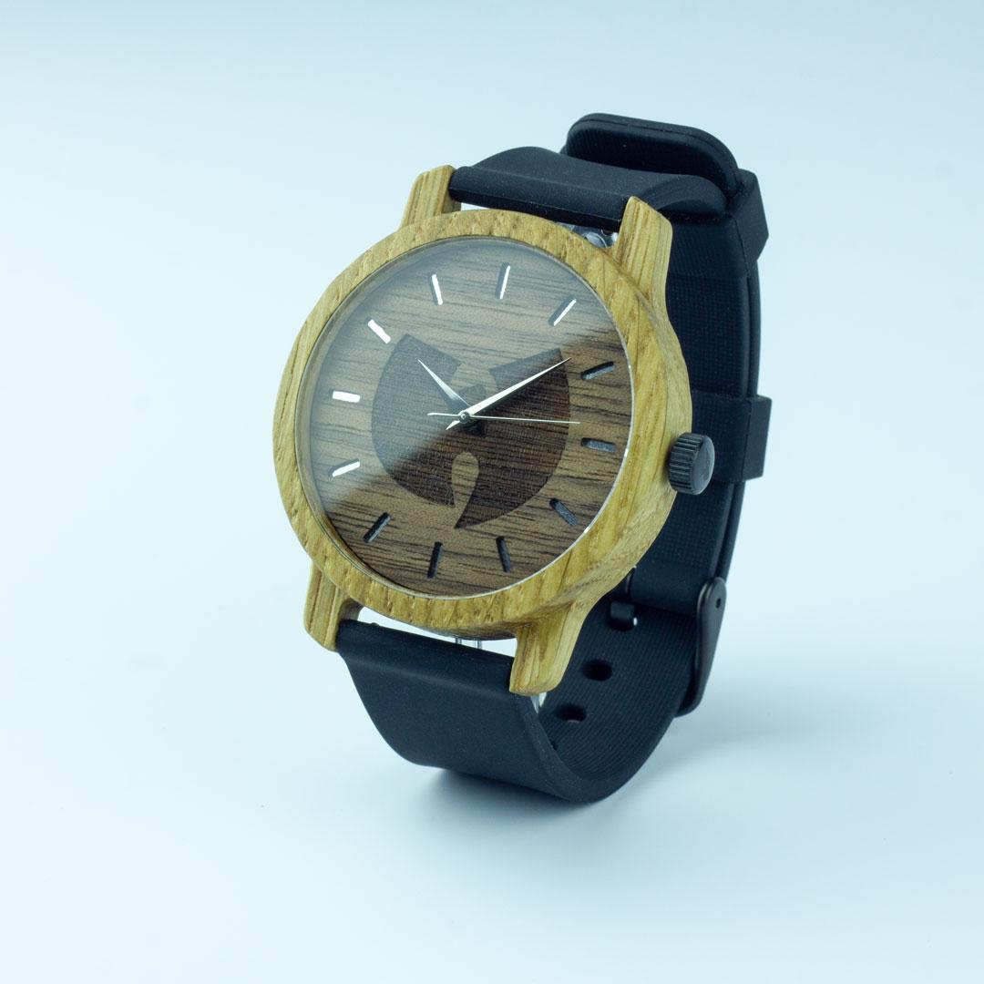Деревянные часы с гравировкой циферблата на заказ