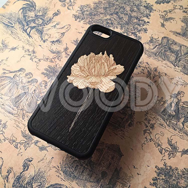 """Чехлы серии """"Deep"""" на iPhone 5/5s и SE с инкрустацией цветка из клена и стебля из зеленого кото в мореный дуб"""