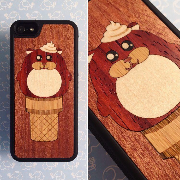 """Чехол серии """"Deep"""" на iPhone 5/5s и SE с инкрустацией хомяка из 4 пород дерева в макоре"""