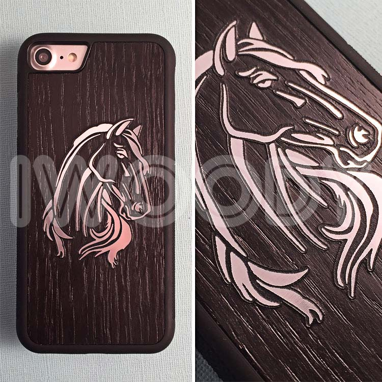 """Чехол серии """"Deep"""" на iPhone 7 с инкрустацией лошади из серебра в мореный дуб"""