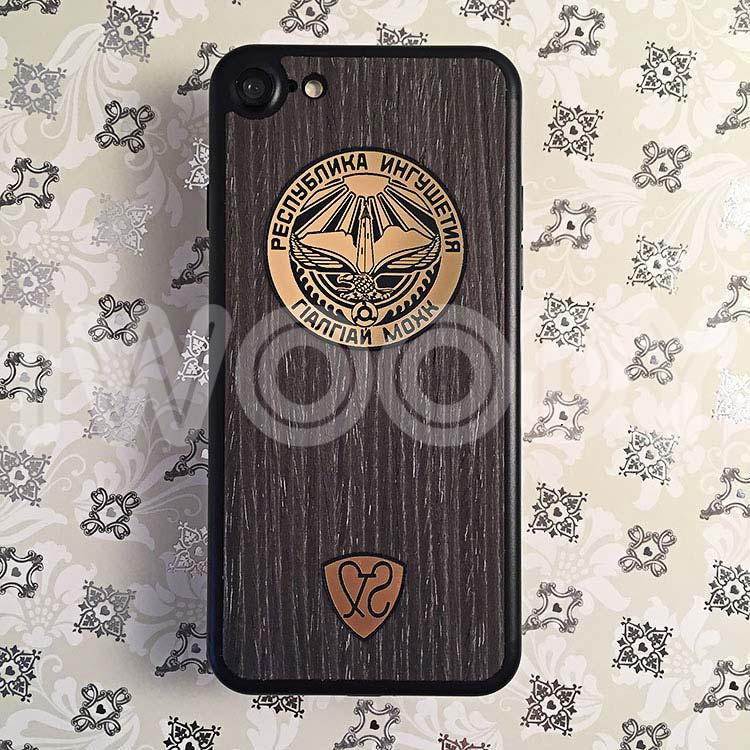Деревянная накладка на iPhone 7 c инкрустаций позолоченного герба
