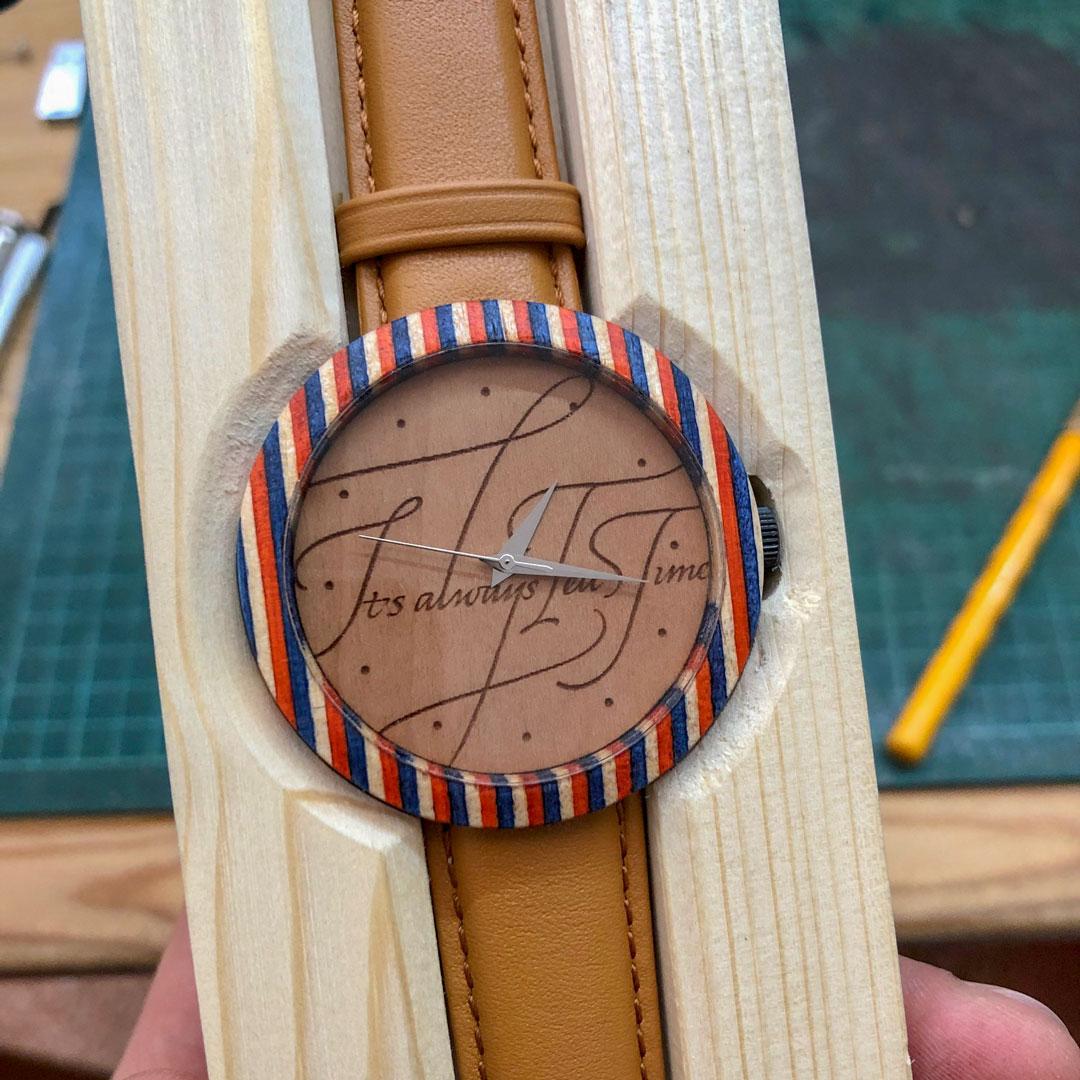Часы с гравировкой циферблата на заказ