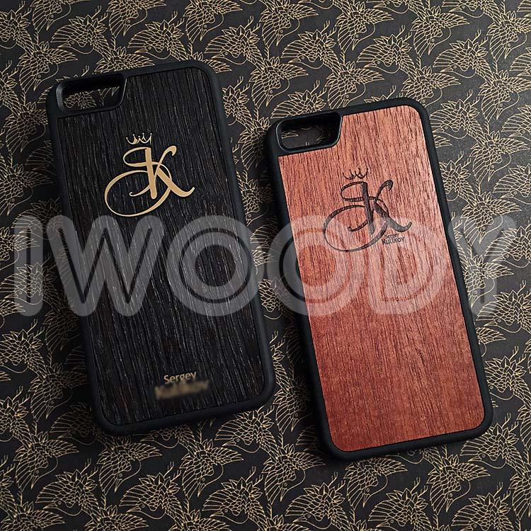 """Чехлы серии """"Deep"""" на iPhone 6/6s с инкрустацией буквы """"K"""", фамилии и имя из позолоченного поликарбоната в мореный дуб. Гравировка выполнена на дереве макоре."""