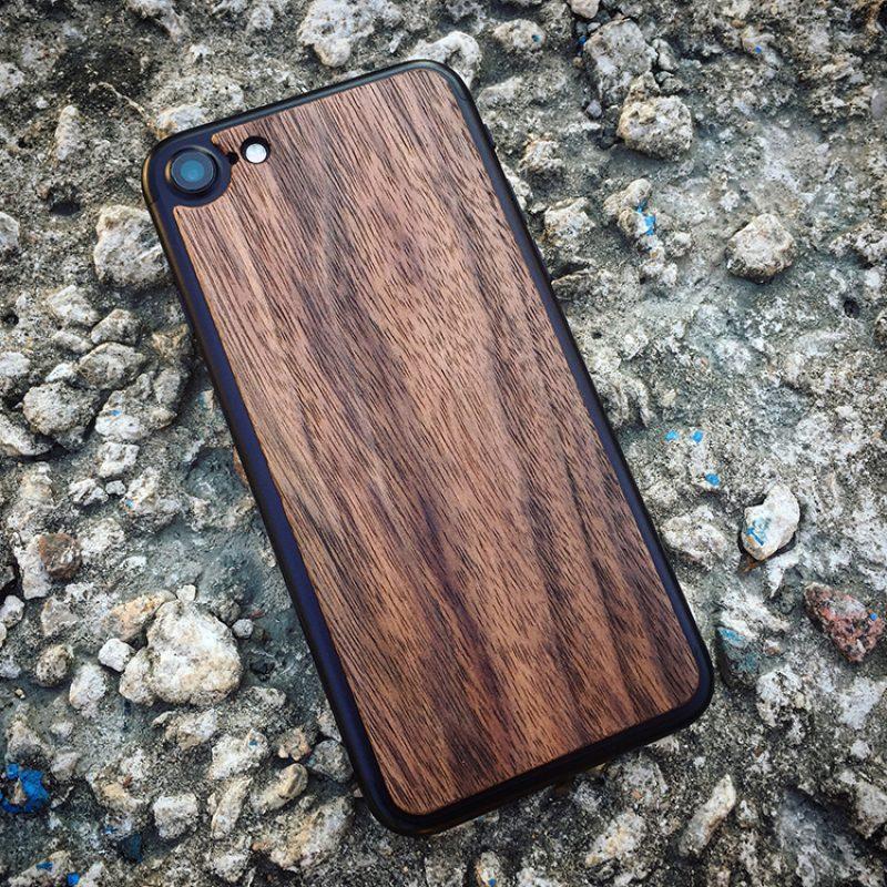 Деревянная накладка на iPhone 7