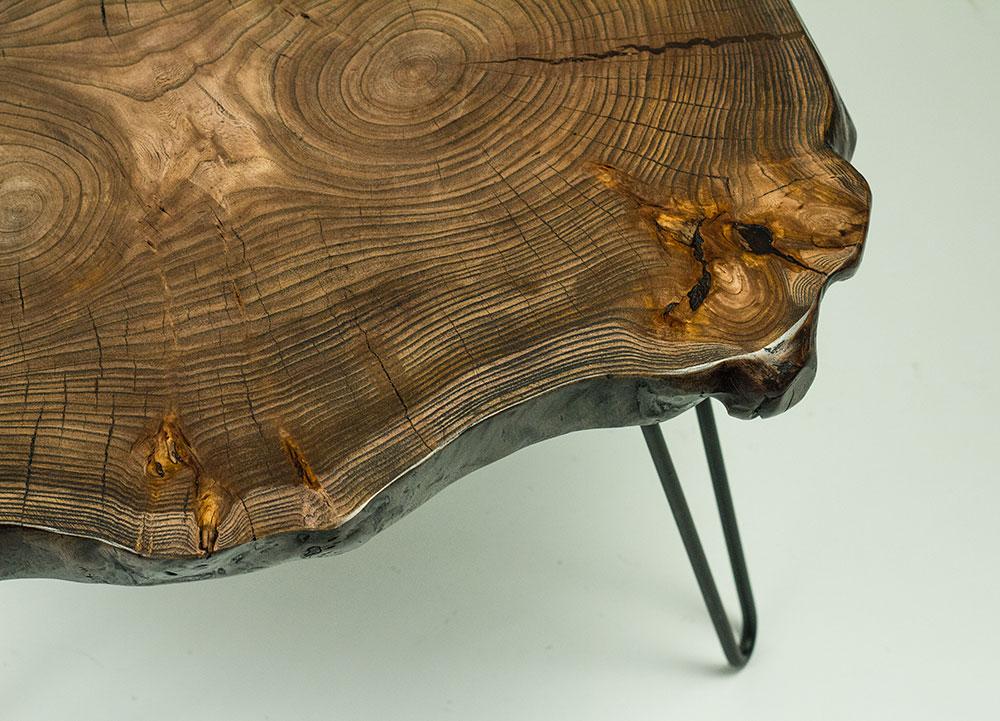 Кофейный столик из поперечного спила кавказского карагача.