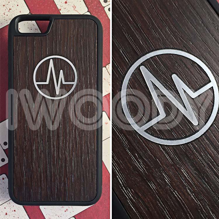 """Чехол серии """"Deep"""" на iPhone 6/6s с инкрустацией серебристого логотипа в мореный дуб"""